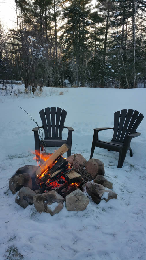 herbster-cottage-campfire-in-the-winter snow-2