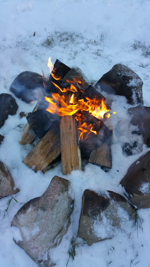 herbster-cottage-campfire-in-the-winter snow